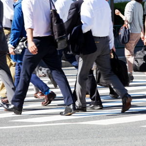 人材サービス関連株に資金流入、5月の有効求人倍率が44年ぶりの高水準◇