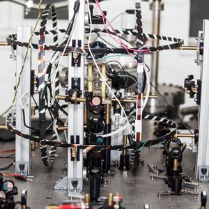 「量子コンピューター」に再脚光、エヌエフ回路、YKTなど急動意相次ぐ<注目テーマ>