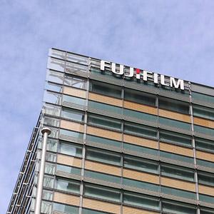 富士フイルムが3日続伸で新高値にらむ、ヘルスケア事業の展開力に期待