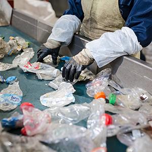 「産業廃棄物処理」が16位にランク、相次ぐ輸入規制で自国での再利用拡大急務に<注目テーマ>