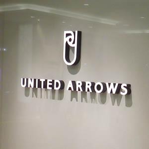Uアローズが反落、12月既存店売上高は2カ月ぶりに前年下回る