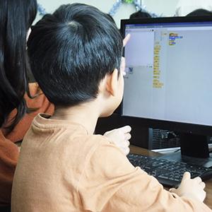 「教育ICT」が14位にランク、プログラミング教育の必修化目前で関心高まる<注目テーマ>