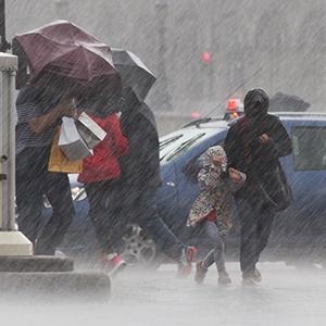 「ゲリラ豪雨」が10位、九州の大雨被害を市場も強く意識<注目テーマ>