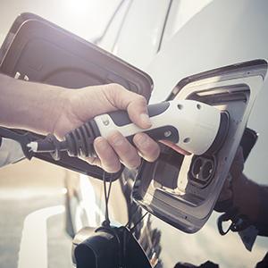 「電気自動車関連」が19位にランク、日産が電動化促進に向けダイムラー株を売却へ<注目テーマ>