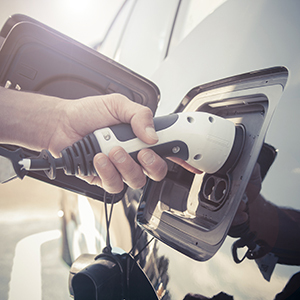 「電気自動車関連」が16位、脱炭素を追い風に風雲急の気配<注目テーマ>